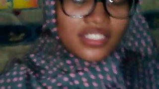 Tante Berjilbab Lagi Asik Bikin Video Dengan Pacarnya