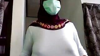 Tante Jilbab Pijat Plus2 Lagi Sange